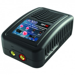 SkyRc Chargeur e430 30W AC SK-100107